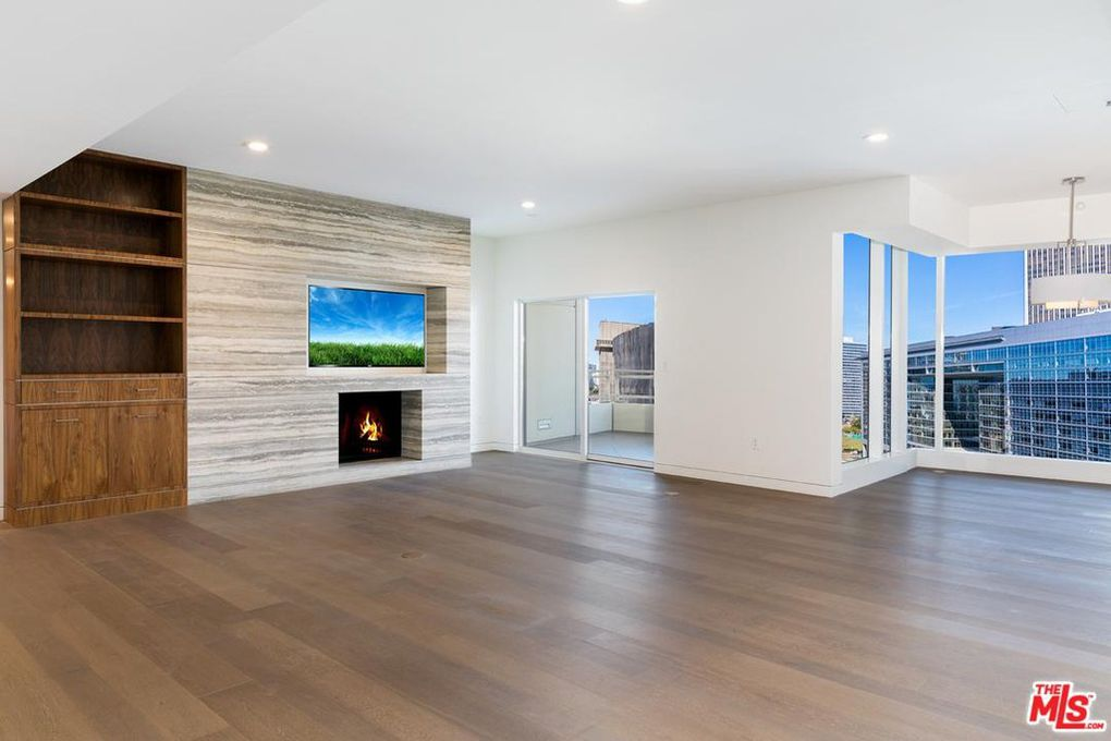 ... High Ceilings, Recessed Lighting, An Open Kitchen With High End  Appliances, Bedrooms On Opposite Ends (each With En Suite Bathroom And Custom  Closets), ...
